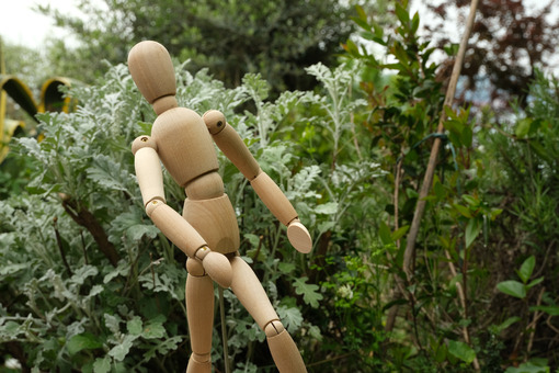 Wooden mannequin in the middle of Mediterranean. Garden with sea cinerary and rotating model. - MyVideoimage.com