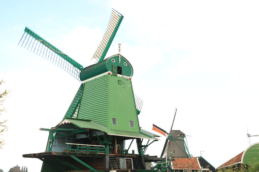 Zaanse Schans Windmills. Windmills of Zaanse Schans, near Amsterdam. The structures were - MyVideoimage.com | Foto stock & Video footage
