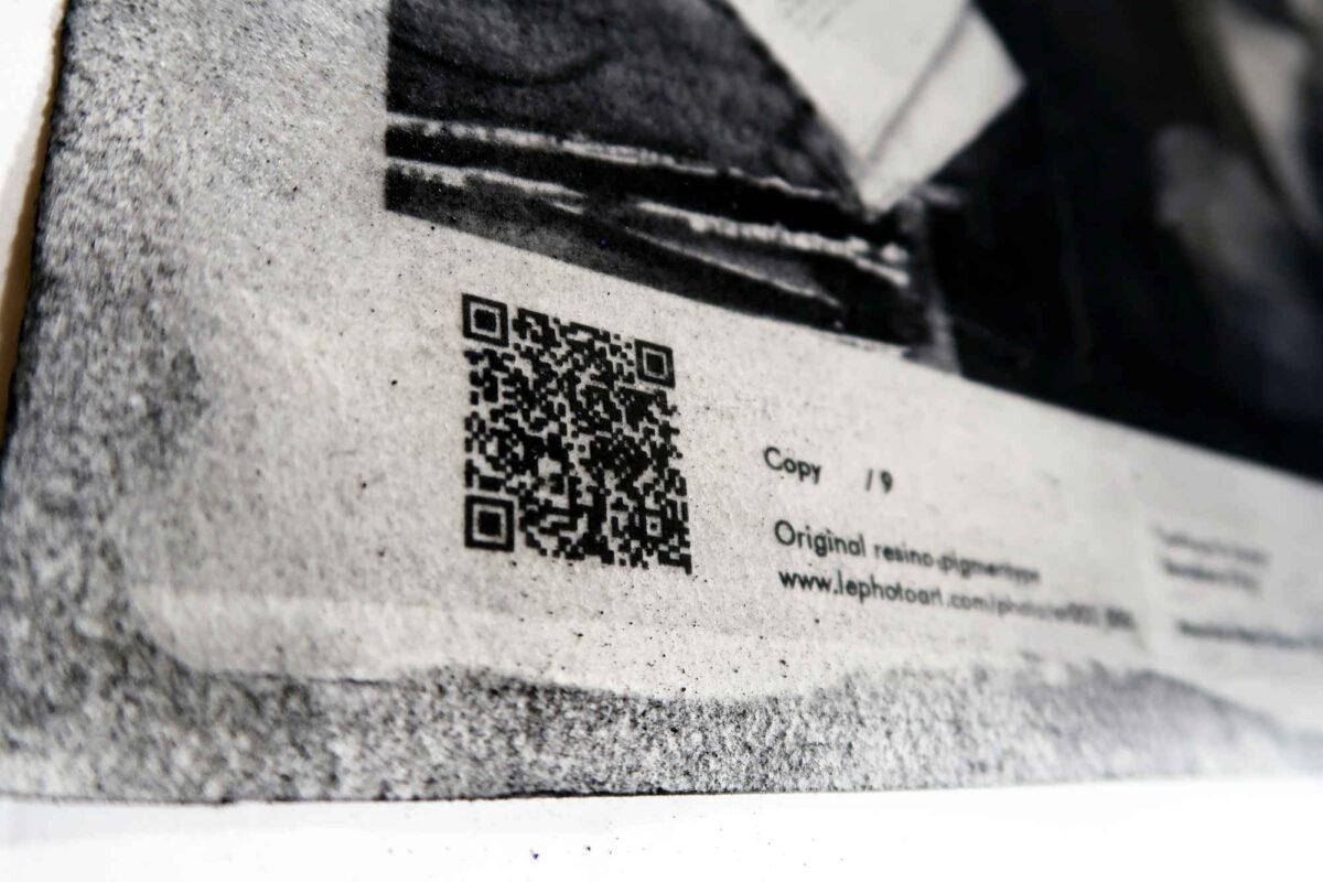 Photography artist. Details QR code. Barcelona Encants