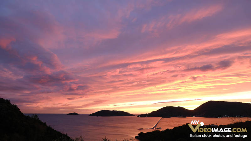 Webcam La Spezia. Mare e cielo al Tramonto.